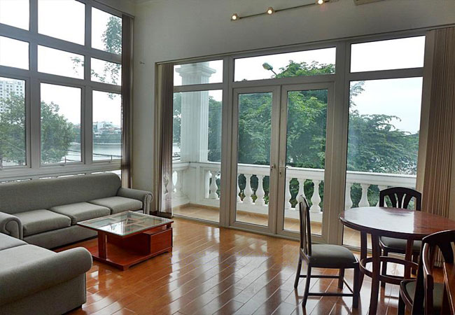 Bright and lake view studio apartment for rent in Xuan Dieu