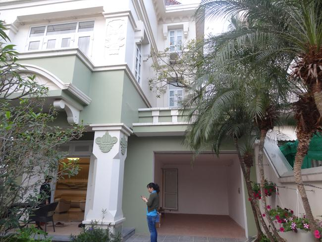Charming villa in Ciputra Block T for rent