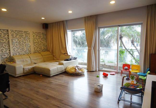 Fully furnished apartment in low floor of Golden Westlake building