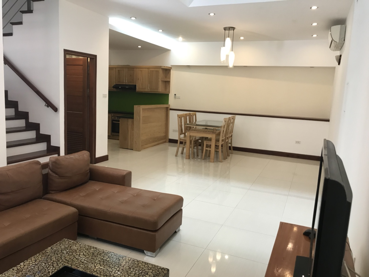 Fully furnished house in Tay Ho street, walking to West lake