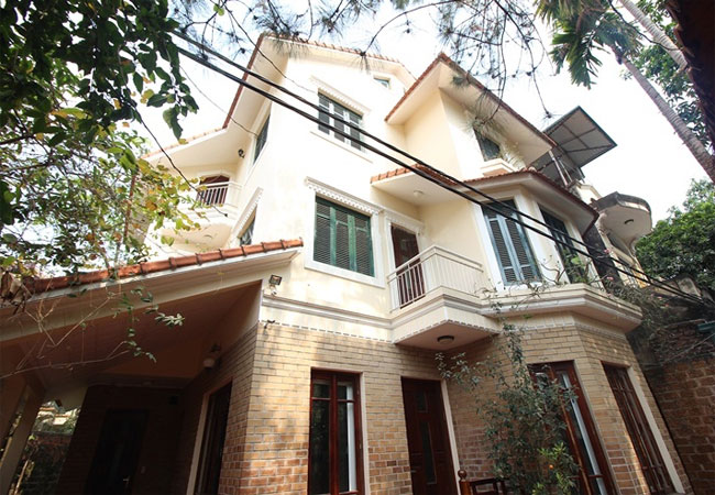 Fully furnished house in To Ngoc Van for rent, 5 bedrooms