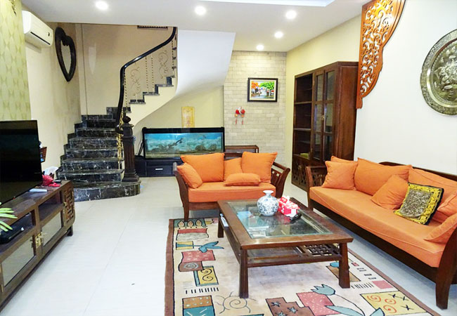 House for rent in Lac Long Quan street, Tay Ho district