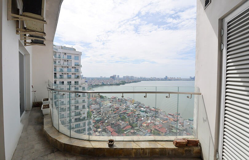 Huge apartment with lake view in Golden Westlake