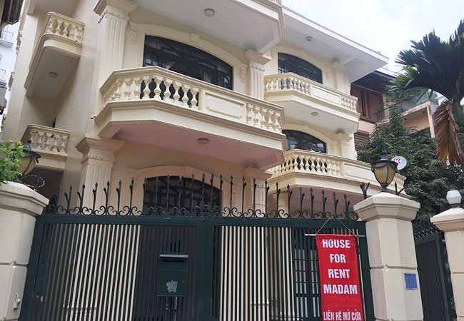 Huge villa with swimming pool for rent in lane 20 Tay Ho