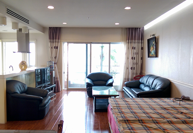 Lake view nice apartment for rent in Golden Westlake