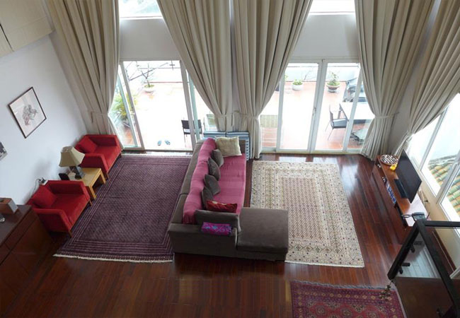 Lake view penthouse apartment for rent in Xuan Dieu