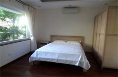 Lakefront apartment for rent in Yen Phu village, Tay Ho district