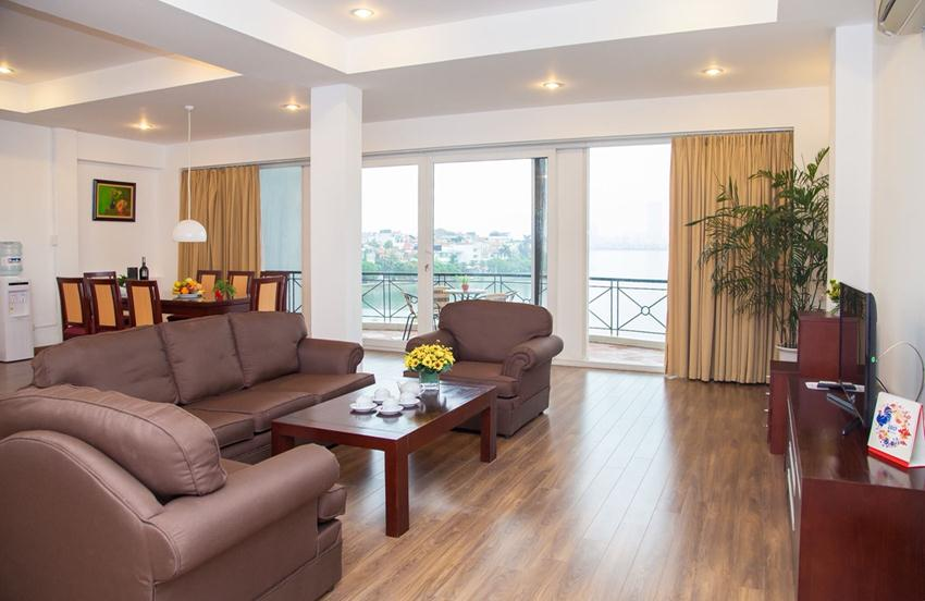 Lakefront apartment in Xuan Dieu for rent
