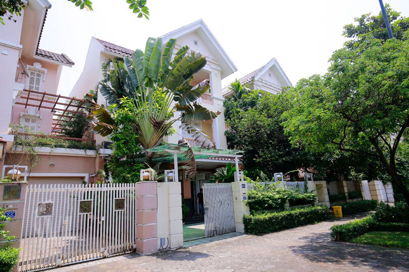 Large villa in T block of Ciputra urban area for rent