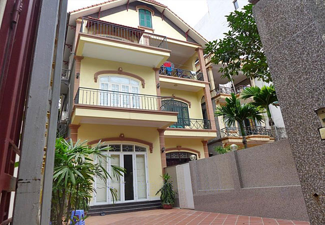 Lovely house in Tay Ho for rent