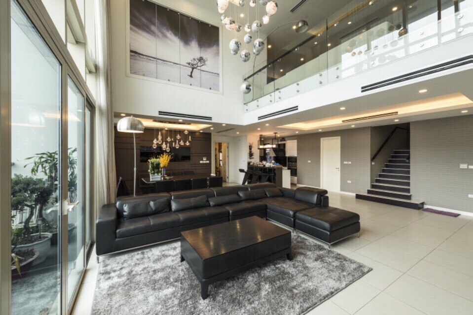 Modern and luxurious duplex apartment in Mandarin Garden