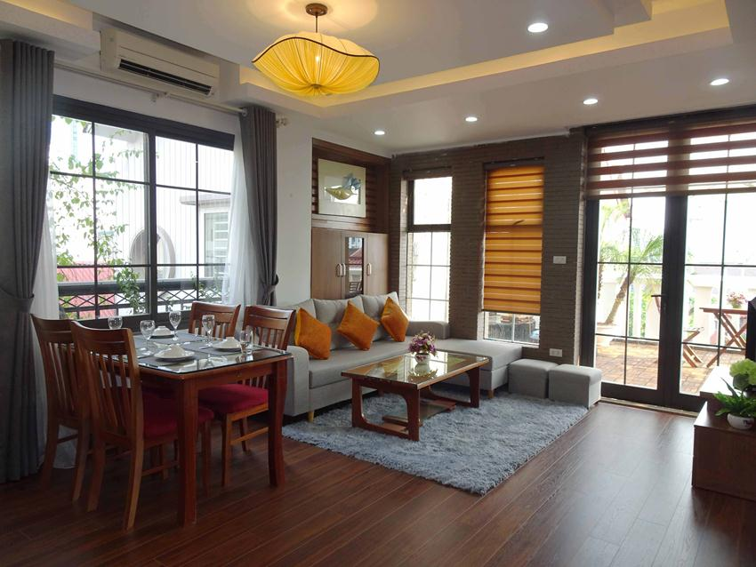 Newly renovated apartment in lane 12 Dao Tan