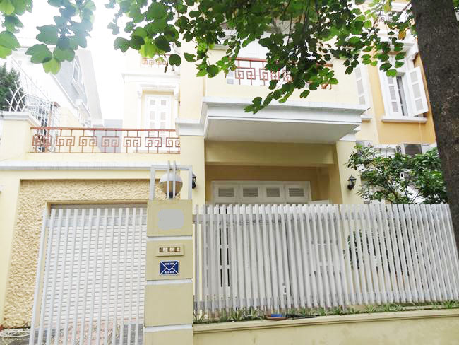 Nice and bright villa in Ciputra for rent in T block