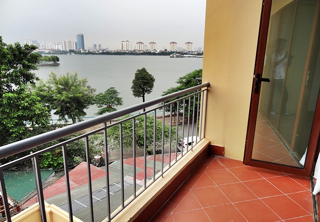 No furnished house in To Ngoc Van, Tay Ho district for rent