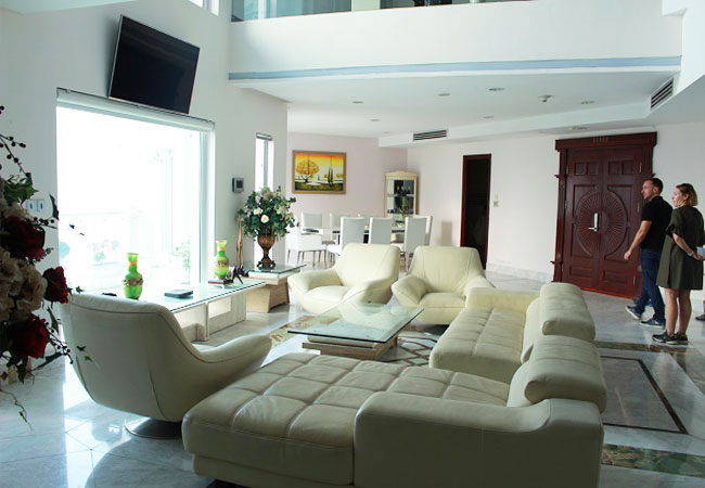 Penthouse apartment for rent in Golden West lake