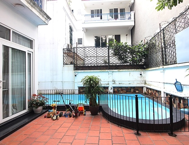 Pool house with nice yard in Dang Thai Mai for rent
