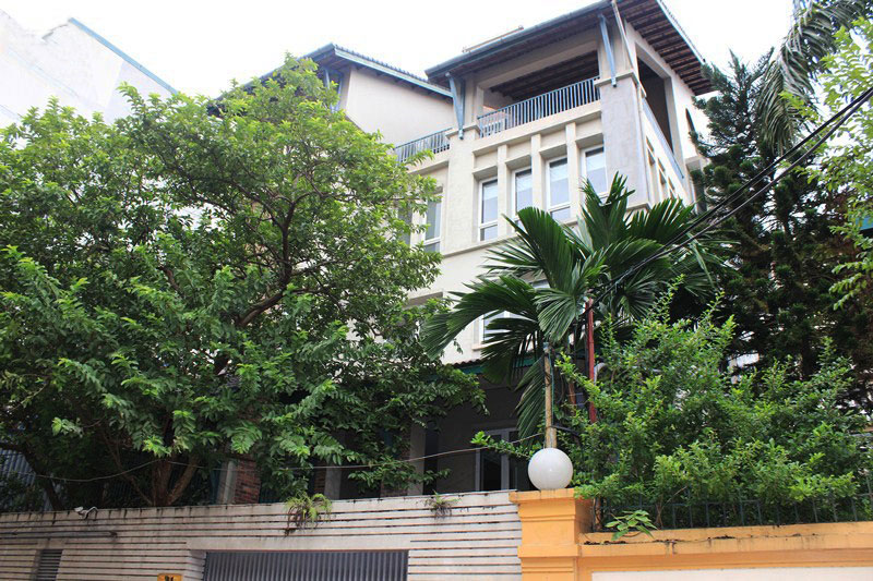 Pretty villa with pool in lane Tay Ho for rent
