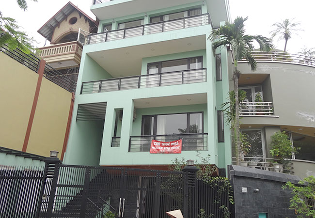 Unfurnished big house next to West lake for rent