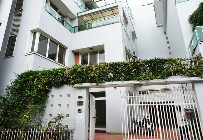 Unfurnished house for rent in Tay Ho district, lake view