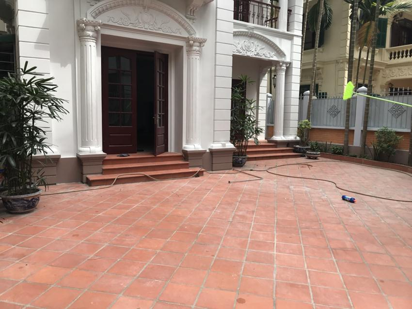 Unfurnished villa in 52 To Ngoc Van for rent
