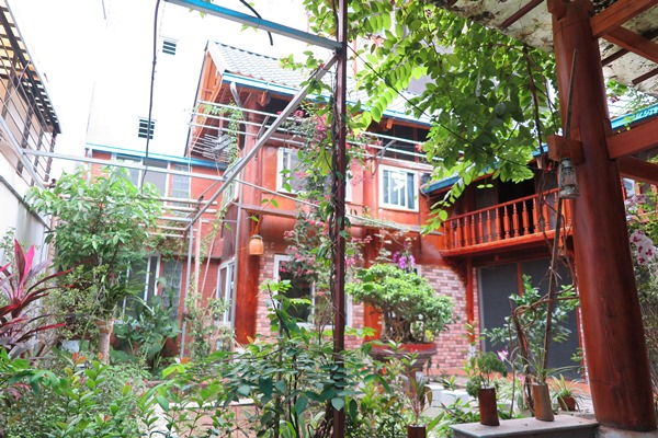 Unique wooden house in Ba Dinh for rent