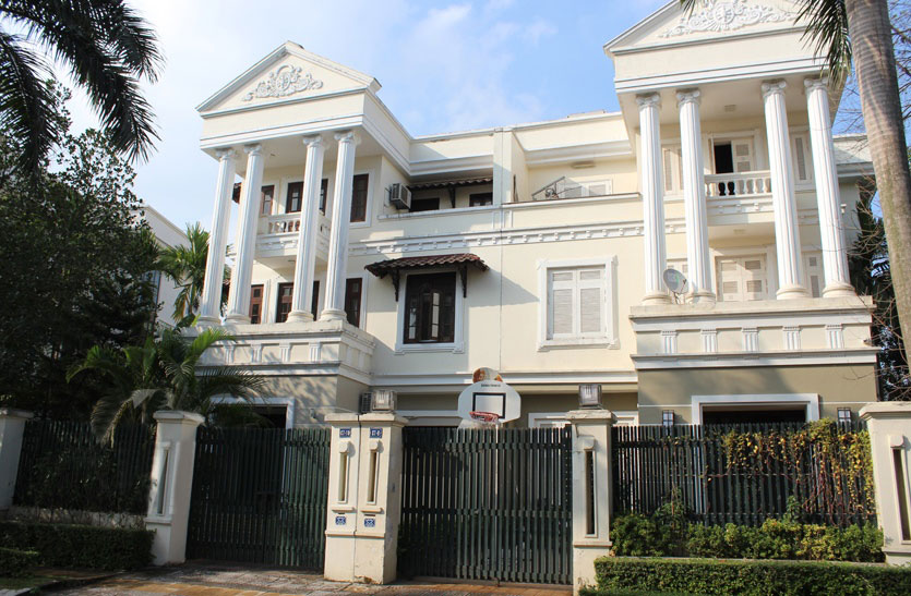 Villa for rent in C block, near UNIS