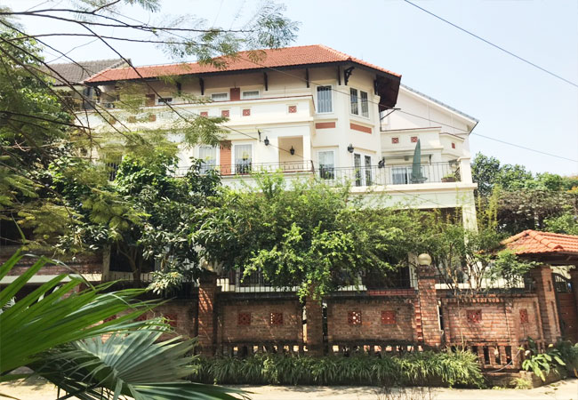 Villa for rent in Tay Ho district, swimming pool