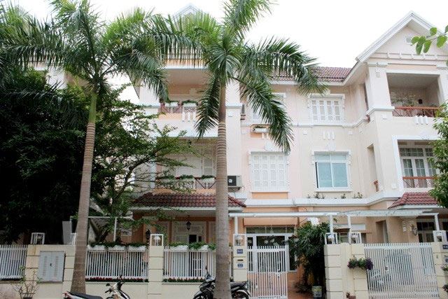 Villa with full of furniture in T block of Ciputra, $2000