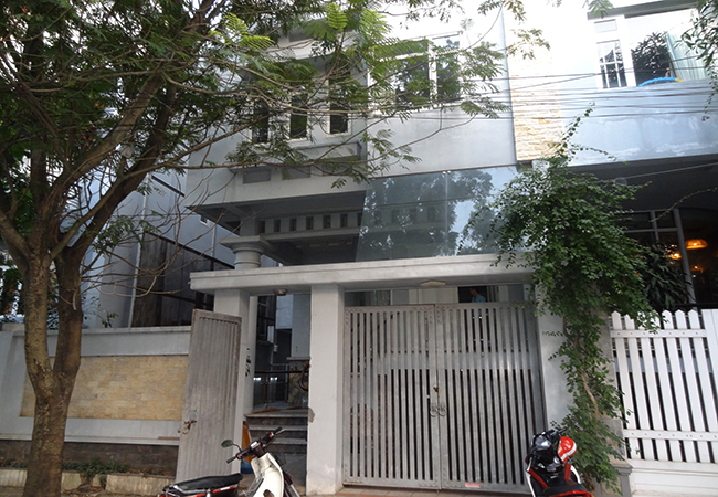 Vuon Dao villa with inside elevator, basic furniture